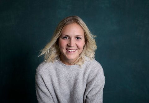FLYTTET FRA SANDEFJORD: Emely Karoline Paulsen (30) forlot Sandefjord for to år siden, til fordel for Belgia. Der trives hun godt, og språket er visstnok ingen hindring. – Jeg har blitt en racer på nederlandsk, og skjønner det meste av det som blir sagt. Og det er learning by doing som gjelder. Jeg har ikke gått på noe språkkurs, forteller 30-åringen.
