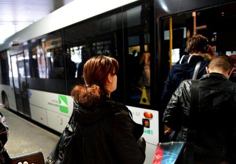 FORRAN: Før pandemien var det helt vanlig å stige på en buss lengst frem der sjåføren sitter. Det vil det nå bli muligheter for igjen.