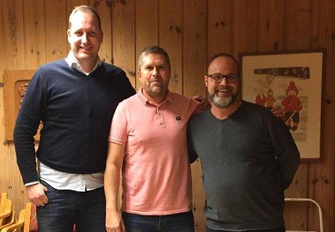 NYTT JUNIORLAG: Fra venstre: Leder i Varteig IL Glenn Ove Foss, juniorlagstrener Rino Engebretsen og Leif Roar Pettersen fra Hafslund IF er fornøyd med det nye samarbeidet.