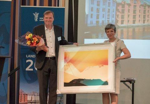 GLAD FOR PRISEN: - Jeg er veldig stolt, sier Espen Storeheier. Han er fastlege og leder for Rakkestad Legesenter.