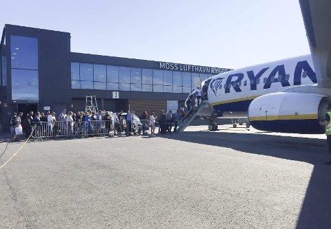 BLØFF: Ryanair tilbake til Moss lufthavn? Kritikken mot Venstres flyseteavgift var ren bløff fra selskapet.