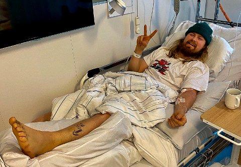 PÅ KALNES: Norges råeste utforsyklist, Brage Vestavik fra Mysen, skadet seg under filminnspilling i Mysen søndag. Nå ligger han på Kalnes med brukket ankelbeinet.