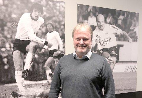 GULLGLIS: Yngve Hallén fekk NFF sitt gullmerke under fotballtinget laurdag.