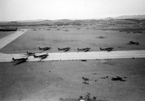 Tyske Junkers Ju.-52 transportfly har nettopp landet på Sola, etter et raskt og effektivt angrep.