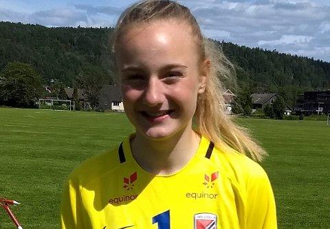PÅ DAMELAGET: 15 år gamle Maria Sandvik har nå blitt ein del av a-lagsstallen til Viking.