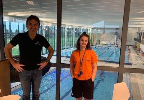 Det er Svenn Robert Berg som er daglig leder i Trønderhallen. Mari Moen Polden er badevakt.