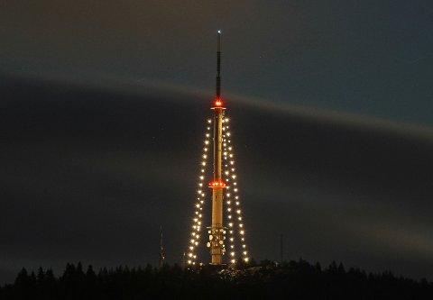 VAKKERT: Julelysa på Vealøs-tårnet i Skien har blitt en tradisjon som mange setter pris på.