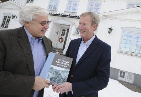 NY BOK: «Historier fra Herøya - gjennom 90 år» er samlet mellom to permer, etter en idé av Thor Oscar Bolstad, daglig leder ved Herøya industripark og ført i pennen av Ole Johan Sagafos.foto: marie edholm andresen