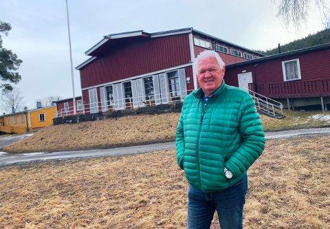 HER: - En seniorlandsby i Vallermyrene leir, er tingen, mener politiker Gunnar West Sørlie. Her med messebygget i bakgrunnen.