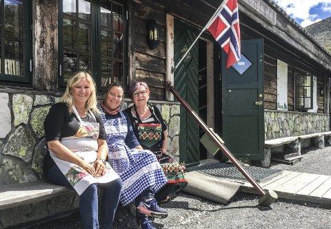 Til fjells: Jentene fra Årvoll som dro til fjells for å drive kafé. Her fra venstre Ann Lene Markeng, Grete Tangen, som startet det hele i 2015, og Jorunn Stenseth.