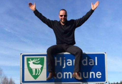 jubler: Hjartdalordfører Bengt Halvard Odden jubler for busstilbudet som innbyggerne hans får neste år.