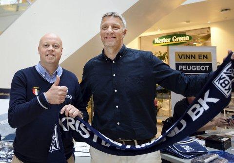 Sportslig leder Terje Wiik og Mr KBK, Kjetil Thorsen, konstaterer at klubben har passert en ny milepæl. For første gang leder klubben Eliteserien.