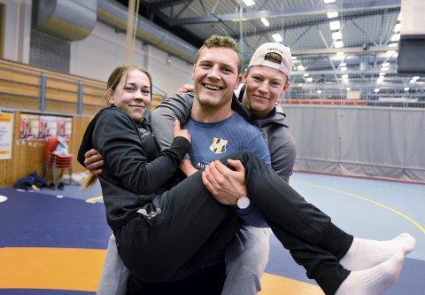 Silje Kippernes, Felix Baldauf og Magnus Grønvik er klar for å delta i nordisk mesterskap i bryting på hjemmebane.