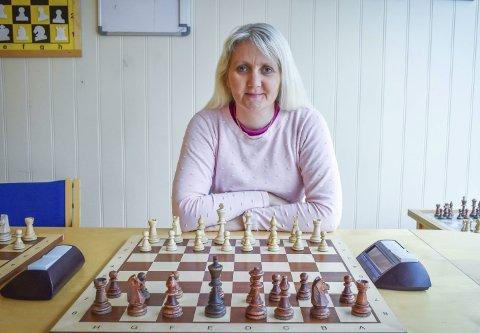 Dronningen: Wenche Tylden er Kristiansund Sjakklubbs nye leder. Allerede én måned inn i vervet er hun nødt til å ta stilling til saken som splitter Sjakk-Norge.