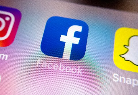 Lederen av etikkrådet tror det er mer selvfølgelig for yngre enn eldre leger å bruke sosiale medier, men at han ikke har noen grunn til å tro at yngre er verre enn sine eldre kolleger.