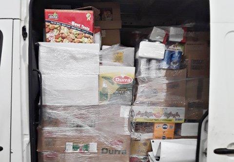 Kontrollørene oppdaget at bilen var helt full av matvarer, og totalvekta ble dermed for høy på varebilen.