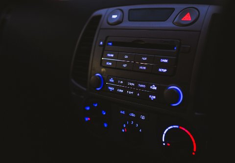KUN DAB: Folk med FM-radio i bilen, må klare seg uten NRK etter neste uke.