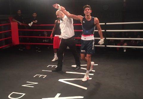 VANT: Hadi Srour i det han ble utropt som vinner av semifinalen i bokse-NM i Oslo.