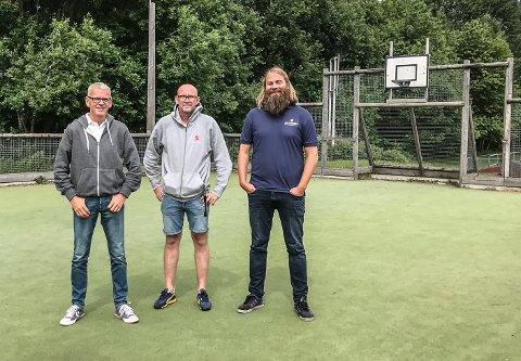 TRENERTRIO: Jan Eddie Hansen (Borre IF), Alf Rune Svensen og Bertel Hjortland (Frelsesarmeen) leder våre lokale lag i NM i gatefotball denne helgen.