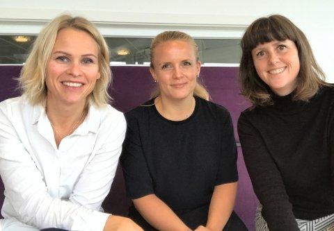 GODE RÅD: Hanne Solli og Kamilla Elise Holt Utheim diskuterer de viktigste tingene vi bør spare til i ung alder. De intervjues av samfunnsredaktør i TB (og nyfrelst sparer) Marie Olaussen (til høyre).