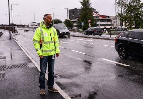 PRESTERØDBAKKEN: Rune Sundmark, seksjonsleder samferdsel, miljø og mobilitet i Vestfold og Telemark Fylkeskommune, håper at trafikken inn til byen nå vil gli mer smidig ned Presterødbakken.