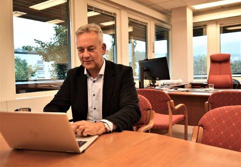 PÅ PLASS: Bjørn Kalmar Aasland startet arbeidet med neste års budsjett på den andre arbeidsdagen som ny kommunedirektør i Steinkjer kommune.