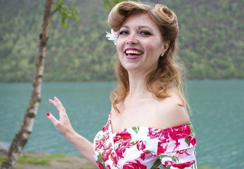 Flott 40-åring: Tamara Darress er en 40 år gammel pinup modell, og hun driver også sin egen vintage-butikk. Tamara er vokst opp i Asia hvor hun bodde i 12 år, og hun har i senere tid flyttet til Vero Beach, Florida. Tamaras Norske aner stammer fra Lyngør.Foto: TVNorge