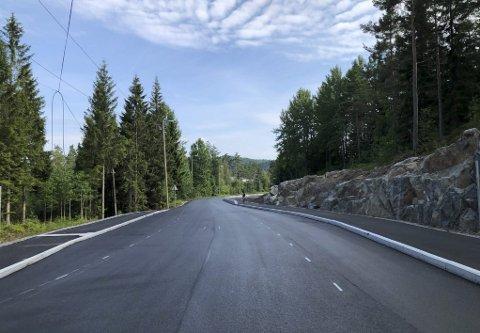 Gang- og sykellvei og busslomme: Slik er veien utvidet mellom Fellheim og Høgtun. Gangveien går også videre forbi Høgtun og fremt til Vegårshei Kirke. Foto: Siri Fossing
