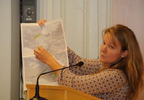 Omfattende arbeid: Siv Byfyglien fikk ros av ordfører Toril Grønbrekk (Ap) for jobben hun har lagt ned i forbindelse med arealdelen av kommuneplanen i Etnedal, som torsdag ble banket gjennom.