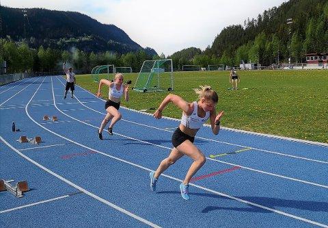 I medvind: Laura van der Veen (fremst) og Sigrid Andrine Garvik var begge blant valdrisene som deltok på Veidekkesprinten i helga. Førstnevnte satte klubbrekord på 150 meter. Her avbilda under stevne på Blåbærmyra i pinsen.