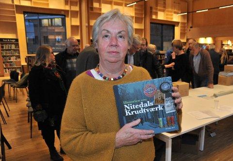 NATURLIGVIS: Den nye flotte boka om Nitedals Krudtværk er naturligvis en av bøkene i fokus på årets bokmesse i Flammen tirsdag.