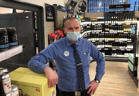 FORBEREDERTIDENESJULEHANDEL:Butikksjef Ken-Rune Nilsson i polet på Mo håper å se flere kunder tidlig i uka.