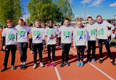 LILLA LAG: 7. trinnslevene fra Bjørlien skole; Philip, Leonora, Henrik, Aisha, Gabriel, Malin, Karsten og Julja samlet rett før start.