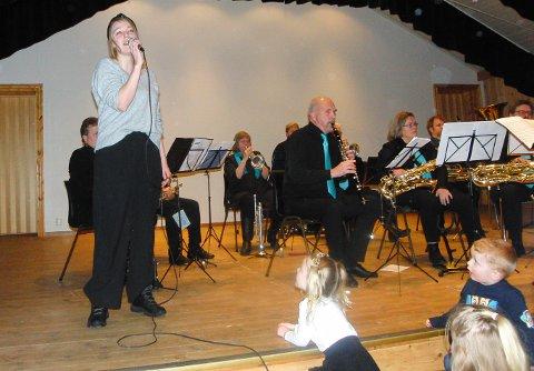 SOLIST: Connie Gjerdet Leet var solist med korpset.
