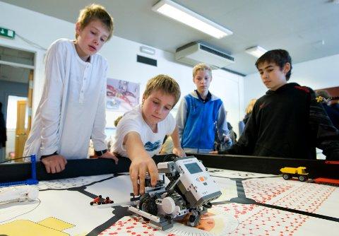 Sommerskolen i Oslo har blitt arrangert hvert år siden 2006, og i år er den tilbake som normalt med 65 forskjellige kurs rundt om i Oslo de første ukene i sommerferien. Her fra et sommerskolekurs i 2008. Fra venstre: Sondre Kristensen, Harald Maartmann- Moe, Åsmund H. Fiskvik og Marcus Tveit Karhas.