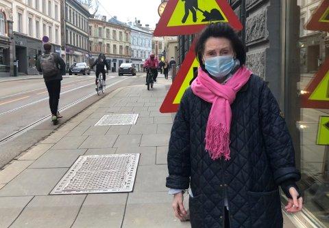 PÅKJØRT: Her i Hegdehaugsveien skadet Anne Cathrine Nilsen ankelen sin da en elsparkesyklist kjørte i henne. Nå etterlyser hun myndighetene for å regulere bruken av syklene.