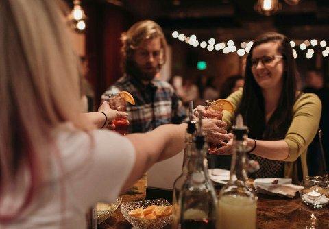 Over halvparten av kvinnelige bartendere i Oslo oppgir at de utsettes for seksuell trakassering. Illustrasjonsfoto: Saleina Marie / AP / NTB scanpix