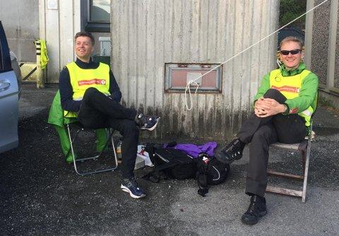 Informasjonsleder André Marton Pedersen i Bergen og Hordaland Turlag (t.v) og Kjetil Midttun, en av 150 frivillige som jobber for arrangementet.