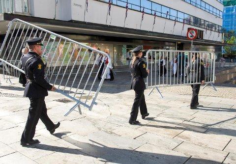På nasjonaldagen i fjor var det også mye synlig politi i gatene.