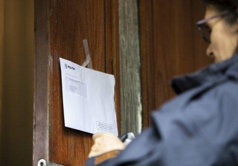 Færre kommunale leieboere har kommet hjem til et brev fra Namsfogden om at de er  kastet ut av boligen sin de siste par årene.