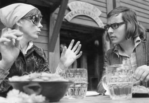 Det ble mye reker, men lite Ibsen da jeg i juni 1973 møtte verdensberømte Bibi Andersson til en Festspill-prat i friluft. Her er det god stemning rundt rekeskålen på Bryggen Tracteursted.
