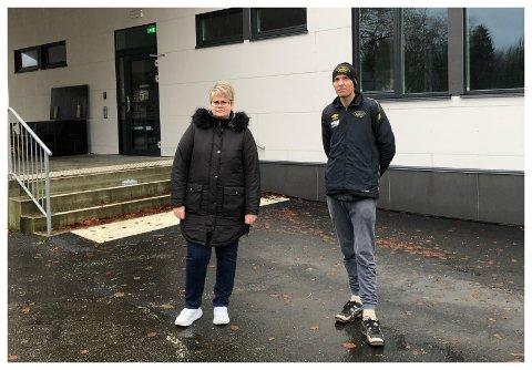 SER BARE ÉN LØSNING: Marianne Rossbø Kjørmo og nabo Raymond Gjelsten ser ingen annen utvei enn å starte privatskole i Lund dersom Kiellands Minde skole og Heskestad skule legges ned.