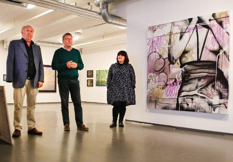 Jo Vestly, Kulturens Festaftens produsent, Kjell Nilsen og Monica Tomescu-Rohde fra Kulturforum Drammen, presenterte festprogrammet for pressen torsdag på Galleri Athene.