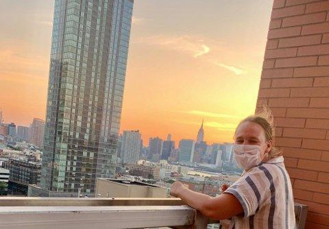 TILBAKE I NEW YORK: Camilla Svennæs Bergland fra Drammen er i New York som freelancer. Her skal hun skrive om den nye hverdagen til amerikanerne.