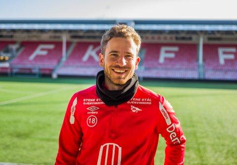 Ludvig Begby skrev torsdag under en  ny etterårskontrakt med FFK.