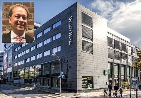 MERKER KORONAFRYKTEN: Knut Nordbø (innfelt) bekrefter at Quality Hotel Fredrikstad er hardt rammet av koronakrisen. Ved hotellet har de fleste ansatte nå fått permitteringsvarsler.