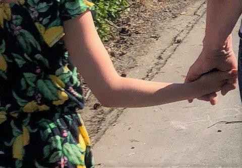 TRIST: Moren til 10-åringen som fikk innpakket mobbelapp i bursdagsgave snakker ut. (Illustrasjonsfoto)