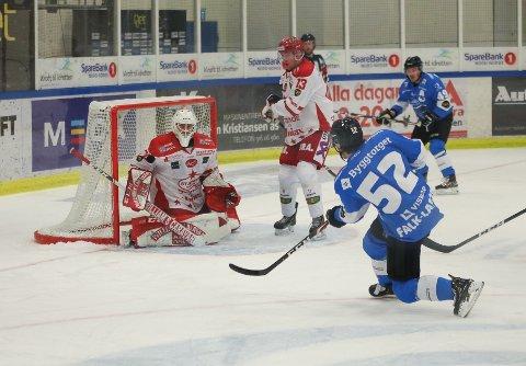 Her setter Svein Petter Falk-Larssen spikeren i kista for Stjernen, da han sikret 3–1 for Narvik i oktober.