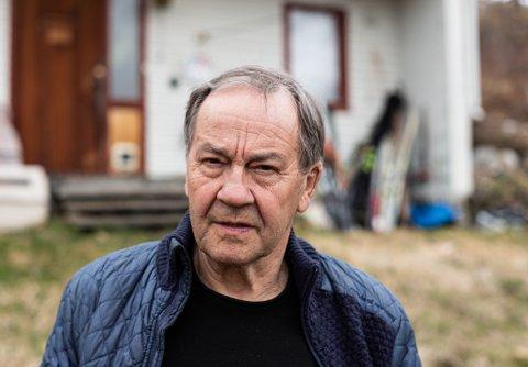 """LOJAL KUNDE: Øyvind Rundberg (76) er født under krigen og er vant til å """"stå med lua i handa"""" i møte med banken - men nå har han for første gang klaget på rentebetingelsene."""