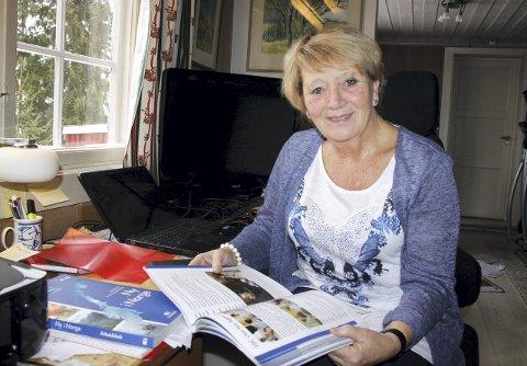 Hver kveld: driver Grethe Fossum undervisning med tre syrere. Ved hjelp av Viber og læreboka «Ny i Norge» som        hun nå får kjøpt inn for å sette frivillige lærere i gang med norskundervisning på Haslemoen.